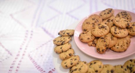 A big plate of cookies